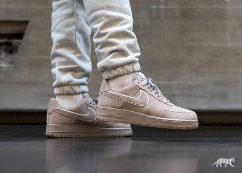 Nike Air Force 1 07 LV8 Suede (AA1117-201) grau