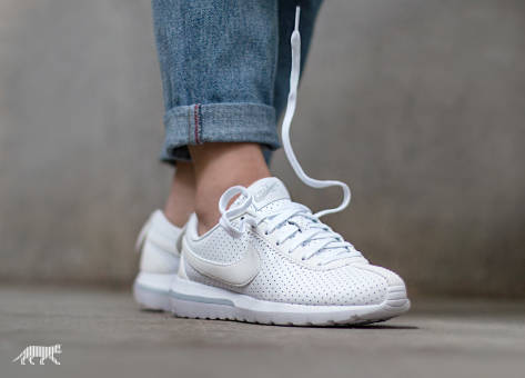Nike Roshe Wmns Cortez NM (833804-101) weiss