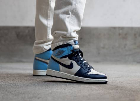 Nike Air Jordan 1 Retro High OG UNC (555088 140) blau