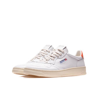 Autry Action Shoes WMNS  01 LOW (A10EAULWLL24) weiss