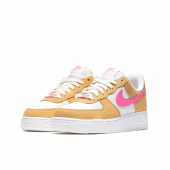 Nike Wmns Air Force 1 07 (DC1156-700) gelb