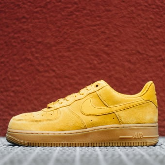 Nike Wmns Air Force 1 07 SE mineral yellow (896184-700) gelb