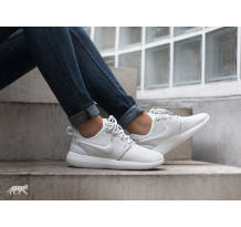 Nike Wmns Roshe Two SI Sneaker (881187100)