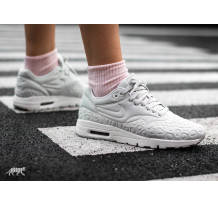 Nike Wmns Air Max 1 Ultra Plush Sneaker (844882 003)