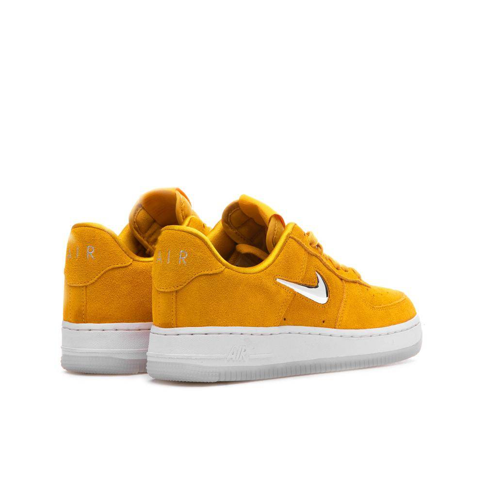 Nike Wmns Air Force 1 07 Premium LX in gelb AO3814 700